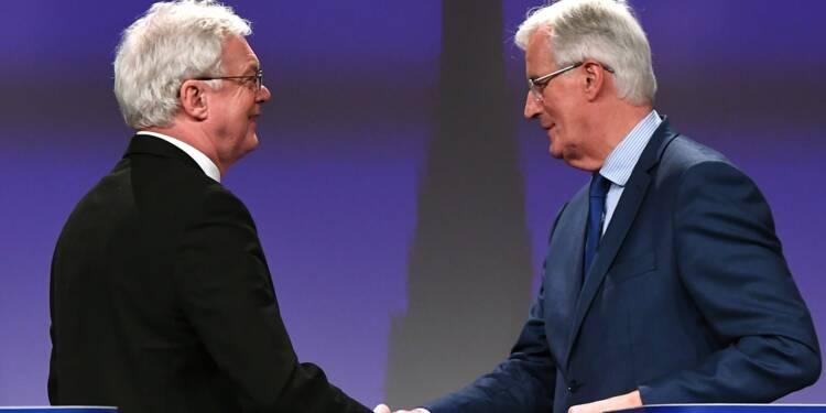 """Brexit : les négociations reprennent, le """"temps presse"""" prévient l'UE"""