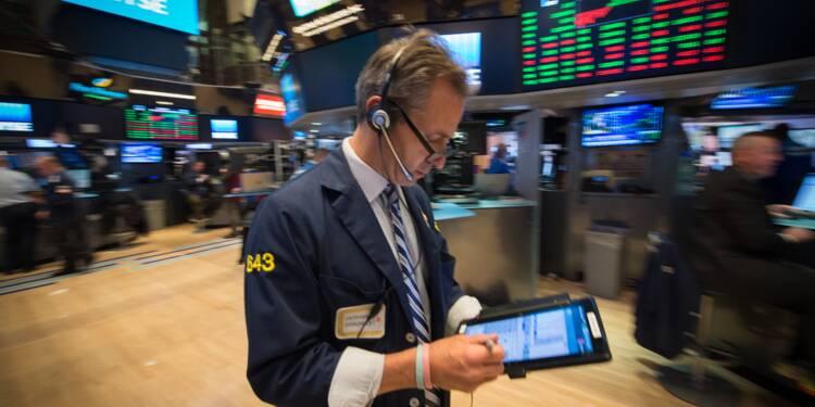 Wall Street finit en baisse, inquiète de blocages dans la réforme fiscale