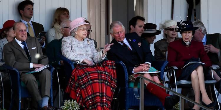 A 91 ans, la reine Elizabeth II passe peu à peu le relais à son fils