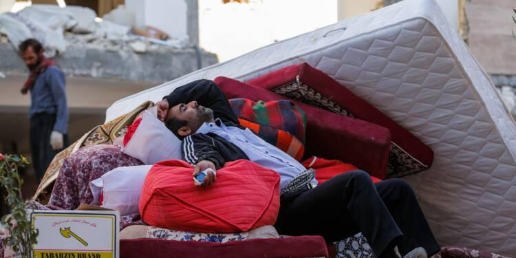 Séisme en Iran: l'amertume monte parmi les sinistrés