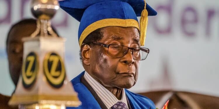 Les Zimbabwéens appelés à manifester contre Mugabe, affaibli politiquement