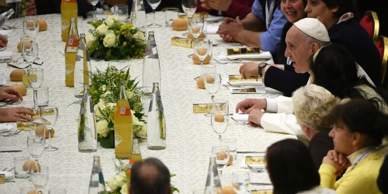 """Le pape à table parmi les exclus pour la 1ère """"Journée mondiale des pauvres"""""""