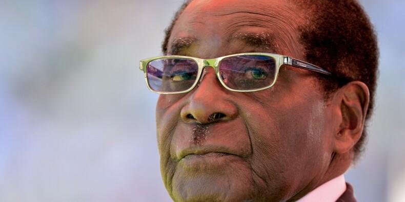 Zimbabwe: le président Mugabe défie les appels à sa démission