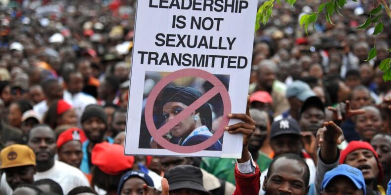Zimbabwe: Mugabe rencontre l'armée après des manifestations massives