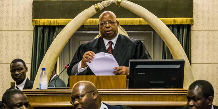 Zimbabwe: le Parlement réuni pour destituer Mugabe