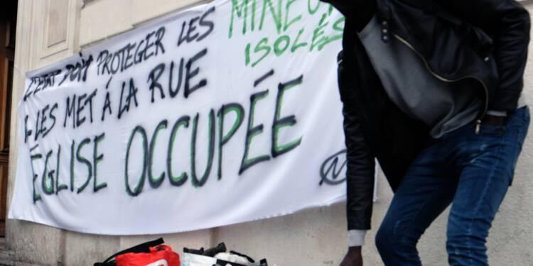 Marseille: les jeunes migrants quittent l'église pour rejoindre leur nouvel abri
