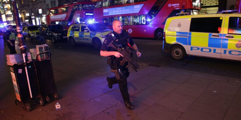 Londres: panique et fausse alerte terroriste en plein Black Friday, des blessés