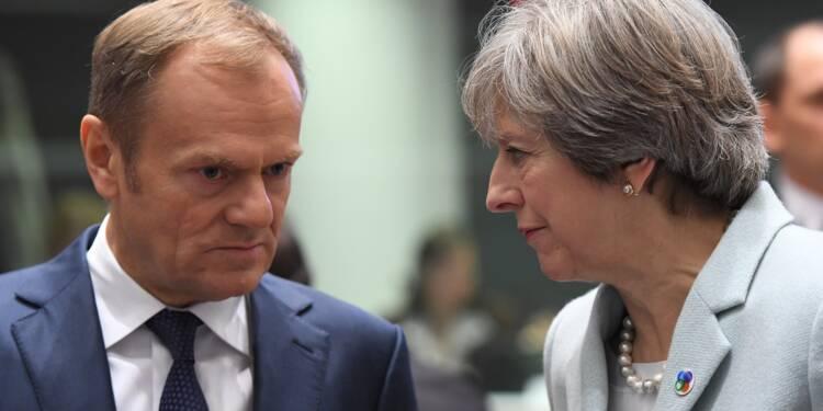 """Brexit: Londres et l'UE doivent """"avancer ensemble"""" pour un accord, insiste May"""