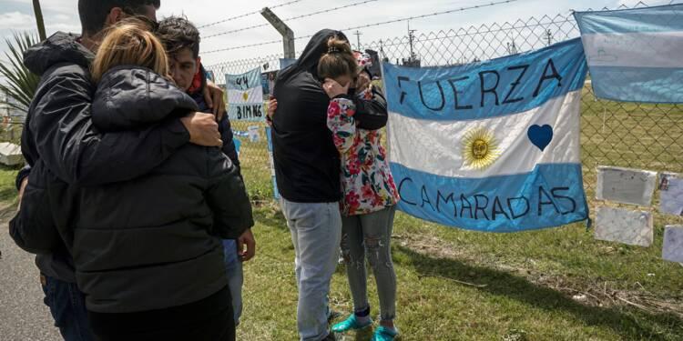 Argentine: 10e jour de recherches du sous-marin, les familles en deuil