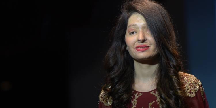 Inde: des victimes d'attaques à l'acide à un défilé haute couture