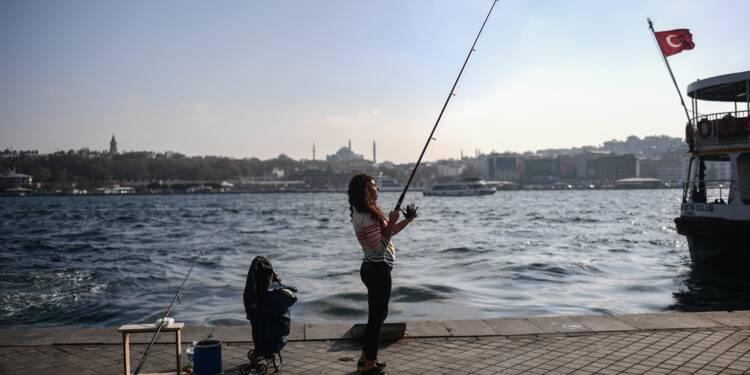 Les pêcheurs d'Istanbul restent à flot malgré une mer plus chiche