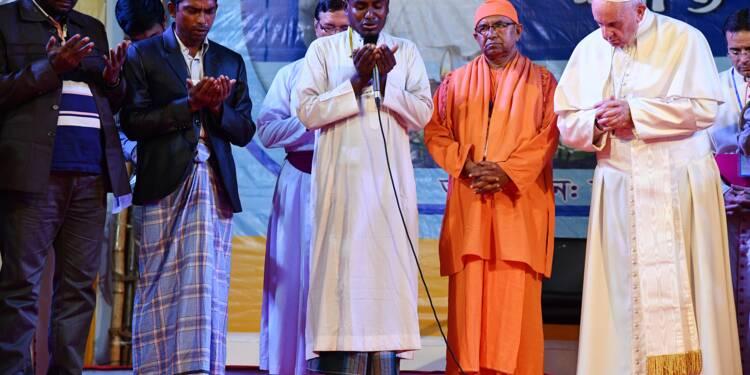 """Le pape prononce le mot """"Rohingya"""" après une rencontre avec des réfugiés à Dacca"""