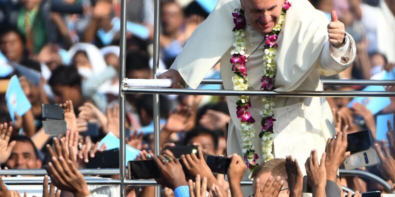 Le pape accueilli par 100.000 catholiques du Bangladesh