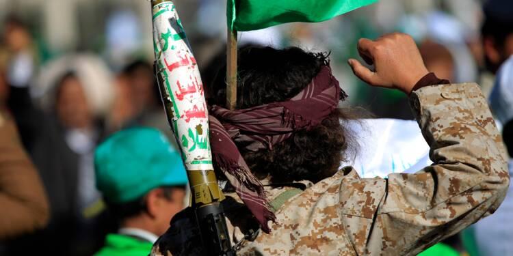 Yémen: démonstration de force des Houthis, nouveaux heurts entre rebelles