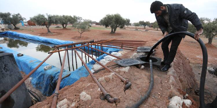 En Syrie rebelle, le raffinage artisanal de l'or noir