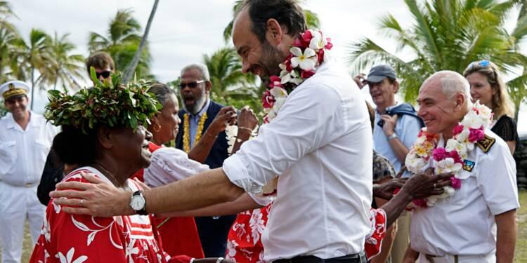 """Nouvelle-Calédonie: Edouard Philippe défend le """"rééquilibrage"""" économique"""