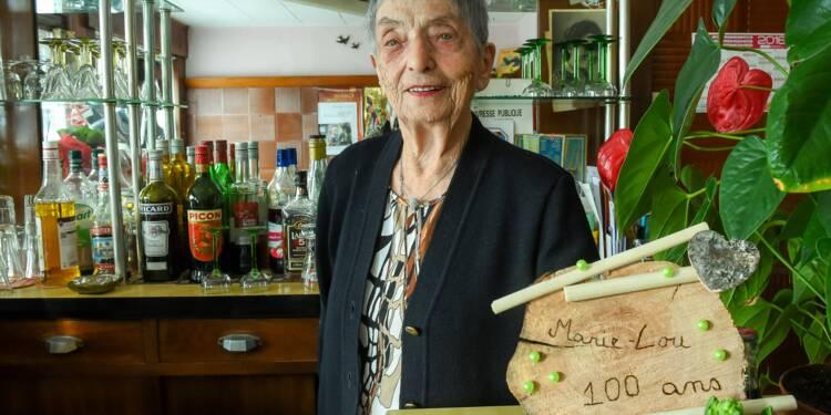 A 100 ans révolus, Marie-Lou tient toujours son bar