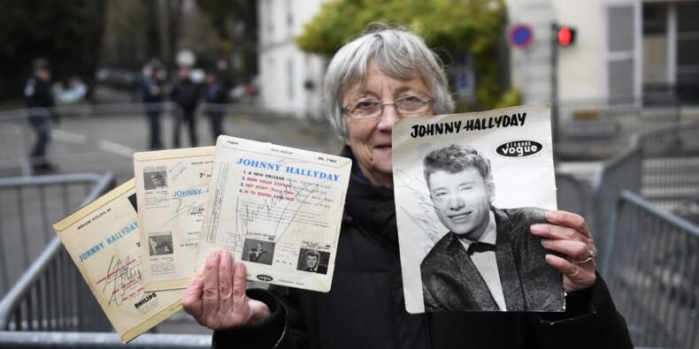 """""""Grand homme"""", """"bête de scène"""": paroles de fans de Johnny en deuil"""