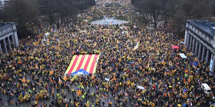 """Marée de drapeaux catalans dans les rues de Bruxelles pour """"réveiller"""" l'UE"""