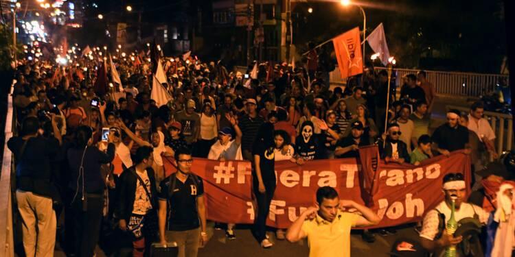 """Honduras: des milliers de manifestants contre """"le vol"""" des élections"""