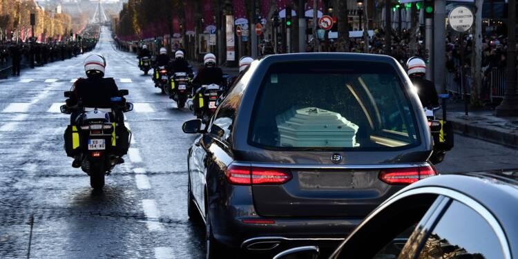 Le dernier adieu des fans de Johnny Hallyday sur les Champs-Elysées