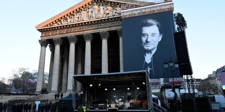 Les fans de Johnny Hallyday affluent pour un dernier adieu à leur idole