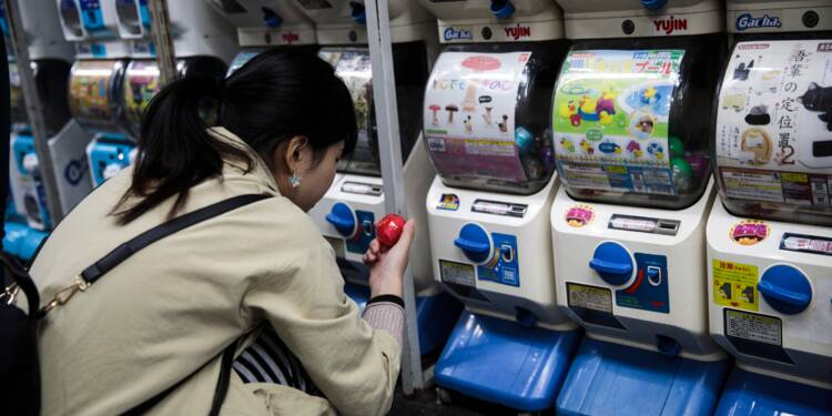 Au Japon, la seconde jeunesse des jouets en capsules