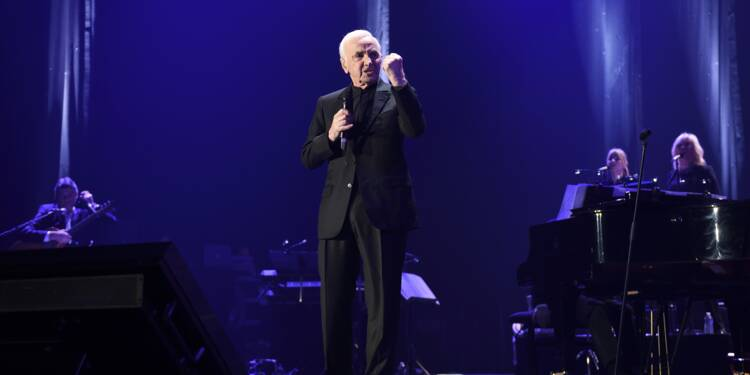 Charles Aznavour triomphe à Bercy, chez Johnny