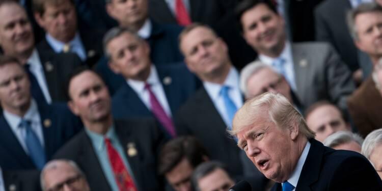 Promesse tenue: Trump célèbre l'adoption de la baisse des impôts