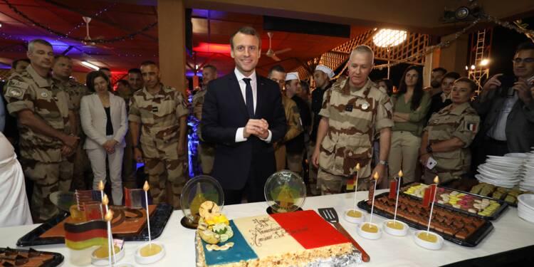 """""""Nous sommes fiers de vous"""": Macron réveillonne avec les troupes au Niger"""