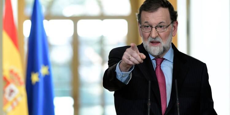 """Rajoy juge """"absurde"""" que Puigdemont veuille gouverner la Catalogne depuis l'étranger"""