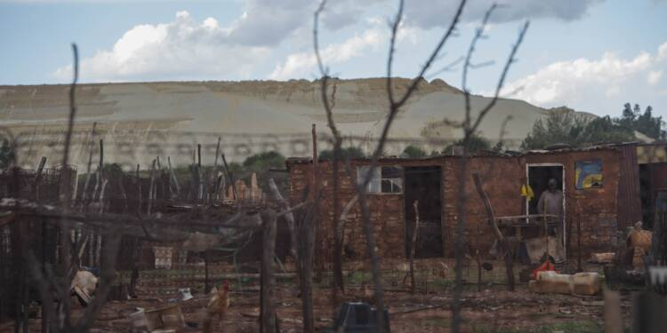 A l'ombre des déchets miniers, les townships de Johannesburg toussent