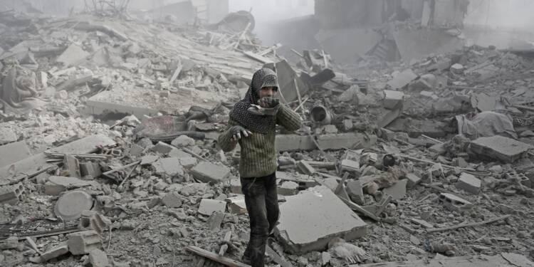 Près de 25 civils tués dans des bombardements près de Damas