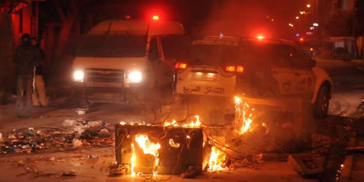Un mort en marge de heurts nocturnes en Tunisie