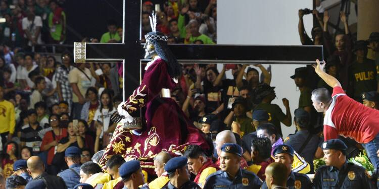 """Foule de catholiques à Manille pour le """"Nazaréen Noir"""""""