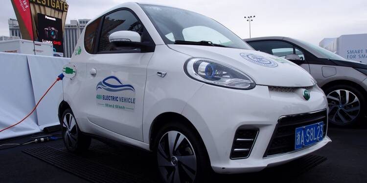 L'industrie automobile cherche la route d'une électrique à bas prix