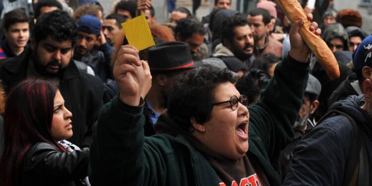 """Tunisie: """"carton jaune"""" au gouvernement des manifestants anti-austérité"""