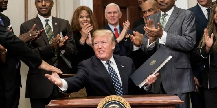 """Trump visé par un déluge de condamnations après ses propos """"racistes"""""""