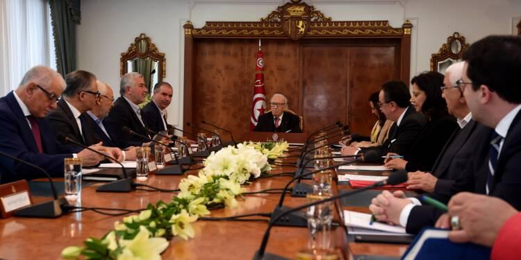 Tunisie: réunion sans annonce concrète après des troubles sociaux
