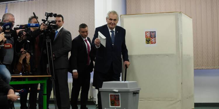 Présidentielle tchèque: duel pro-russe/pro-européen au second tour