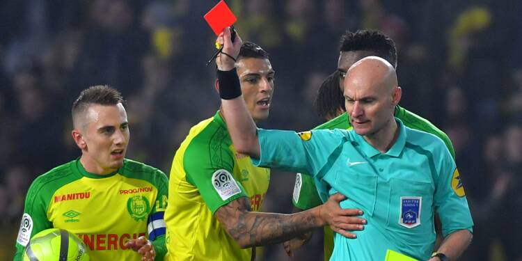 """Nantes-PSG: """"l'arbitre-tacleur"""" Tony Chapron mis hors-jeu"""