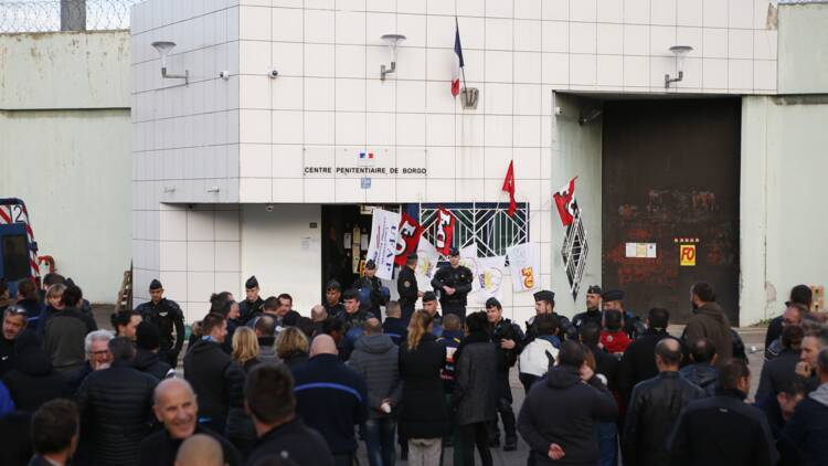 """Appel au """"blocage total"""" des prisons, la ministre reçoit les syndicats"""