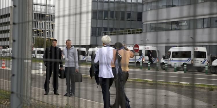 """""""Chemise arrachée"""": Air France devant la justice pour """"atteinte au droit de grève"""""""