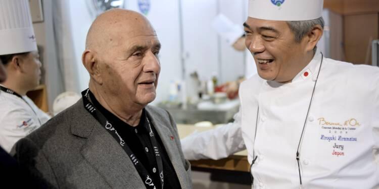 """Dans une brasserie Bocuse au Japon, les chefs pleurent """"un dieu"""""""