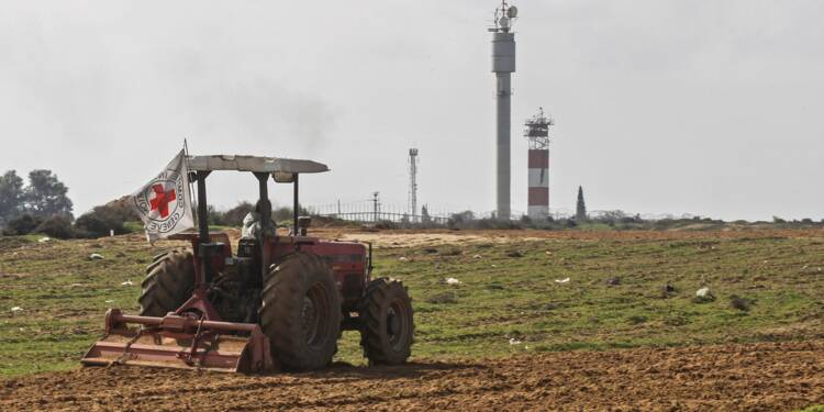 Des fermiers de Gaza cultivent à la frontière d'Israël