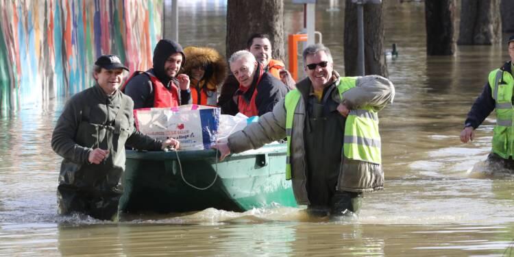 """""""C'est monté très vite"""": après la crue de la Marne, des habitants les pieds dans l'eau"""