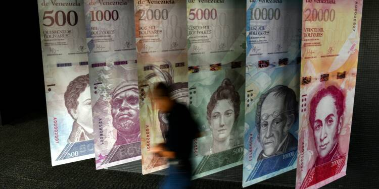 Venezuela: des billets qui ne valent plus rien, sauf pour les artisans