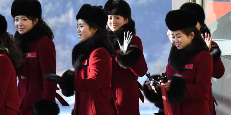 Les pom-pom girls nord-coréennes débarquent tout sourire pour les JO