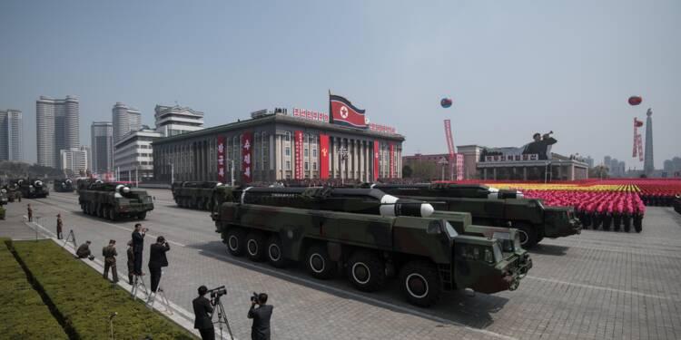 Pyongyang montre ses missiles lors d'un défilé militaire à la veille des JO