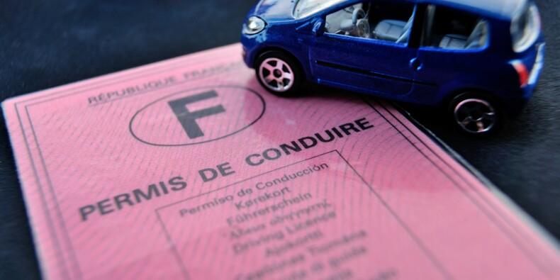 """Annonce surprise de Macron d'une """"baisse drastique"""" du coût du permis de conduire"""
